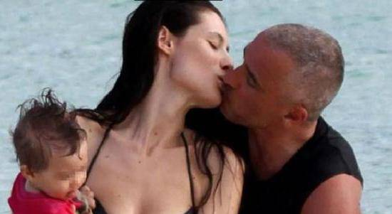 C 2 fotogallery 1009855  ImageGallery  imageGalleryItem 1 image Eros Ramazzotti e Marica Pellegrinelli: sempre più innamorati alle Seychelles   Foto