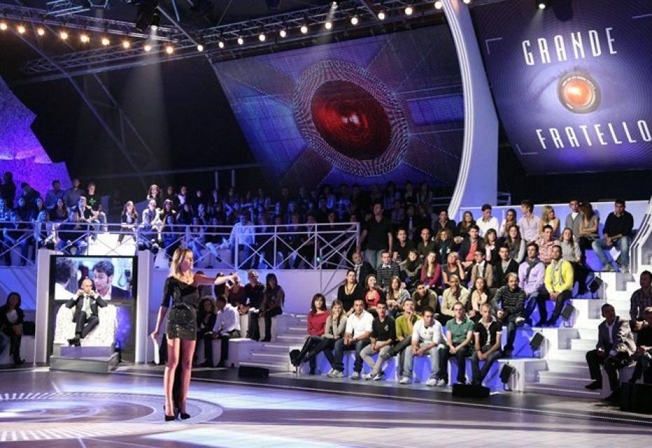 studio televisivo con scalinate pubblico