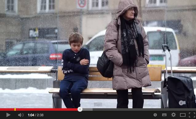 candid camera norvegia bambino