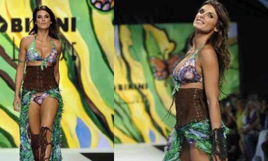 el2 Elisabetta Canalis: sexy e hot in passerella   Foto