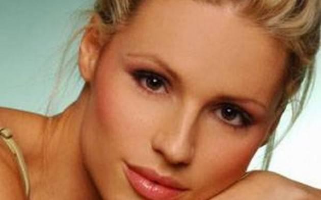 michelle hunziker 630x392 Michelle Hunziker è incinta di una femmina: a luglio il parto
