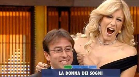 Paola Caruso, la showgirl che ha scatenato l'ira della Marini