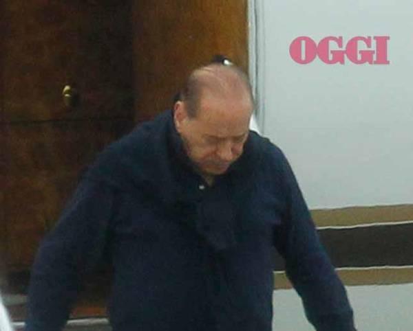 Aereo Privato Silvio Berlusconi : Silvio berlusconi arriva all aeroporto privato con maria