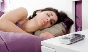 dormire con il cellulare